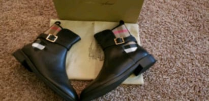Burberry ladies boots leather