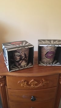 Set of 2 Marilyn Monroe ceramic mugs with boxes
