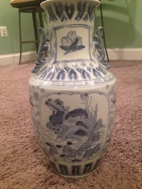 Decorative Vase: Beautifully rendered Asian design. Blue and white very detailed.