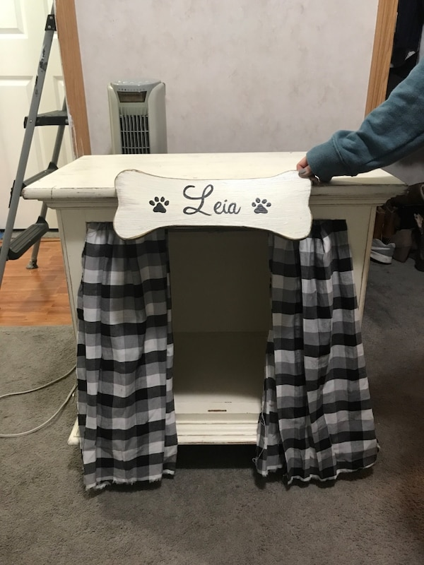 Farm style dog house for small dog  Does not include name on bone  I can  refer you to someone who makes them!