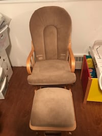 Maple Wooden Rocking Chair and foot rest ottam Montréal, H1R