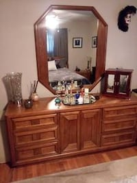 6 Pc. Queen Solid Wood Bedroom Set