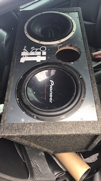 Subwoofers in box w/amp