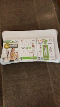Wii Fit Board + 3 games Burnaby, V5G 2T3