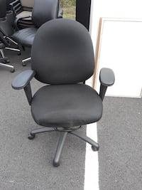 black and gray rolling armchair 32 km