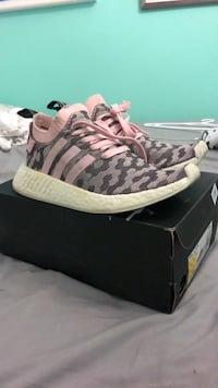 Size 6 women's pink white and grey adidas nmds  Ottawa, K2B