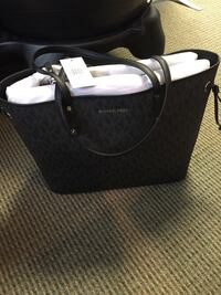 Jet travel Michael Kors purse  Wauwatosa, 53226