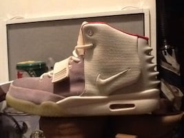 AIR YEEZY 2  make me offer or trades size11 never worn