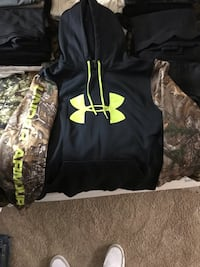 Under armor sweatshirt large mossy oak and green has been worn a good amount but never faded Mount Airy, 21771