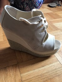 women's unpaired gray peep toe wedge Laval, H7C 2H9