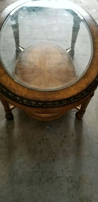 Elegant antique coffee table  Vaughan, L4J 8P1