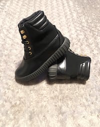 Brand new! Kids boots with box & dust bags. Retails for $80  Washington, 20002