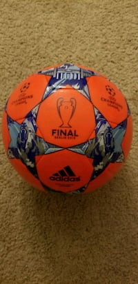 Adidas capitano champions league soccer ball  Burke