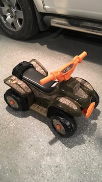 Black and brown tree camouflage ride-on toy