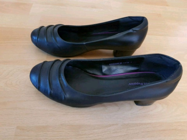 Hush Puppies black leather court shoes size AU 7