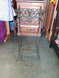 Princess house 2 tier plant stand  Los Angeles, 90063
