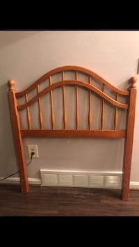 Solid wood twin bed headboard. Great condition.  Strongsville, 44149
