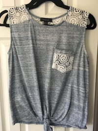 gray and white scoop-neck sleeveless top Richmond Hill, L4C 6M8