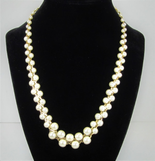 1970'S VINTAGE BRAIDED STYLE GOLD TONE AND FAUX PEARL NECKLACE AND BRA 6da5629b-6018-4a26-bb8c-fefc72e0ffb0