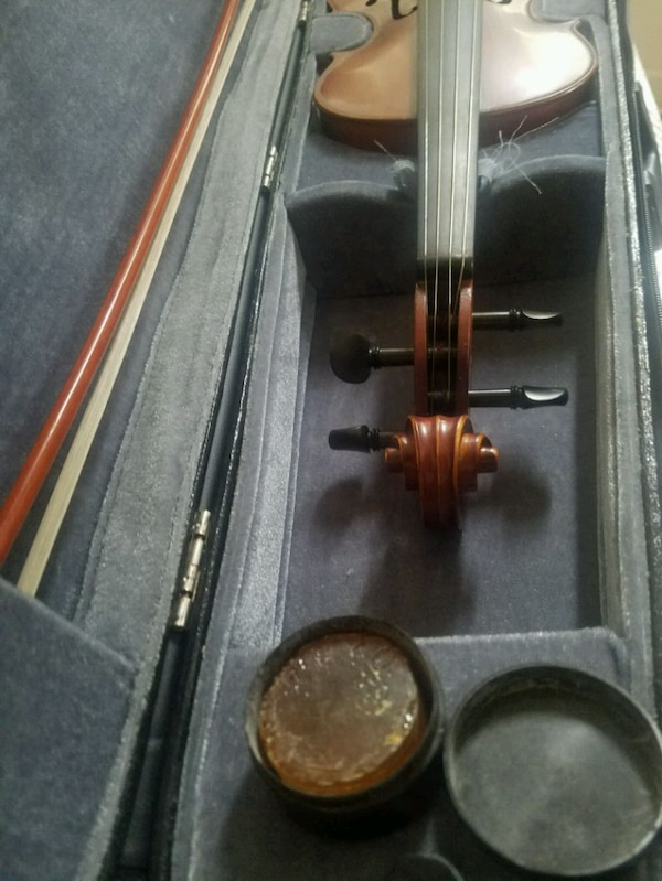Morelli violin with hard case, bow and resin a18b2550-af00-4cd5-bbd0-ab15f62c7df6