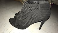 Pair of black leather open-toe heeled size 8 Cresson, 76035