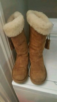 UGG boots sz 8 $45 if picked up today (sunday) Ingersoll, N5C 1S7