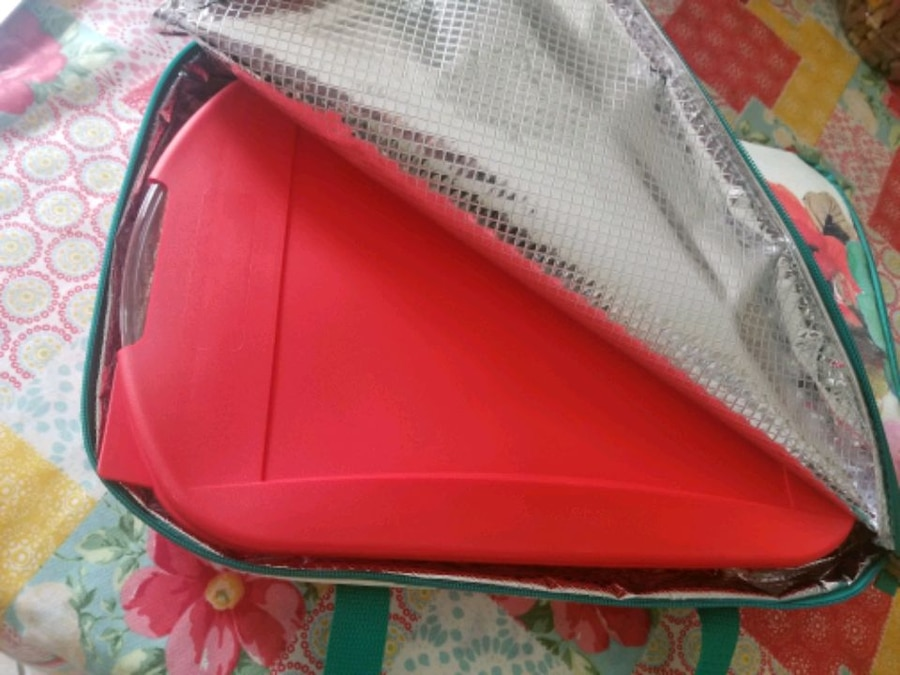 Photo Pioneer Woman Casserole Dish and Carry Bag