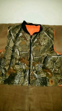 Men's XL Real Tree vest. Never worn.