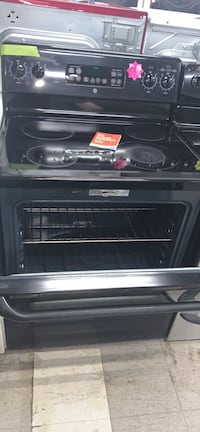 Ge Frigidaire black glass top stove in good condition