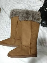 pair of brown suede boots size 6