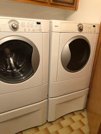 white front-load washer and dryer set Montréal, H1E