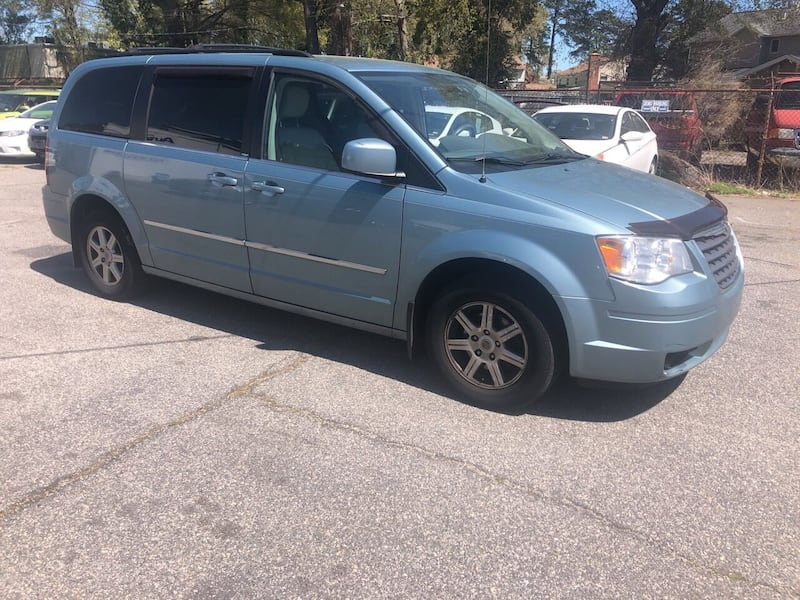 Chrysler-Town and Country-2010 ecf52ccc-bfba-4aed-94ab-c0af25666509