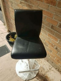 black leather padded rolling chair Mississauga, L5M 4Z5