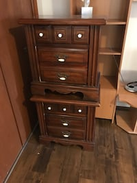 Bassett Brown wooden chest of drawers and 2 night tables Los Angeles, 90047