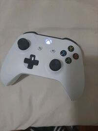(On Sale) (White Xbox Controller) 1 month usef Aurora, L4G 3C7