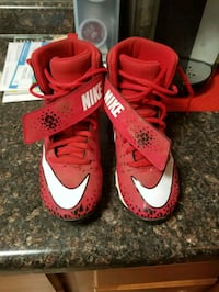 Size 3.5 youth football cleats Huber Heights, 45424