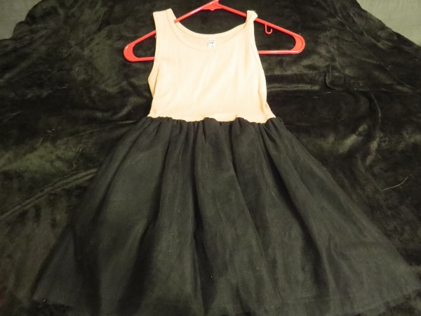 THIS IS A GIRLS BEAUTIES SIZE 7 DRESS.  BRAND NEW.      ASKING $30.00 e2fe5030-7d75-479f-b98e-4aefc5a31e46