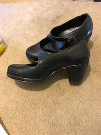 Pair of black leather heeled shoes South Burlington, 05403