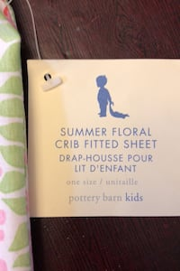 Floral crib fitted sheet
