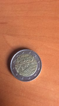moneda redonda de color plateado 6517 km