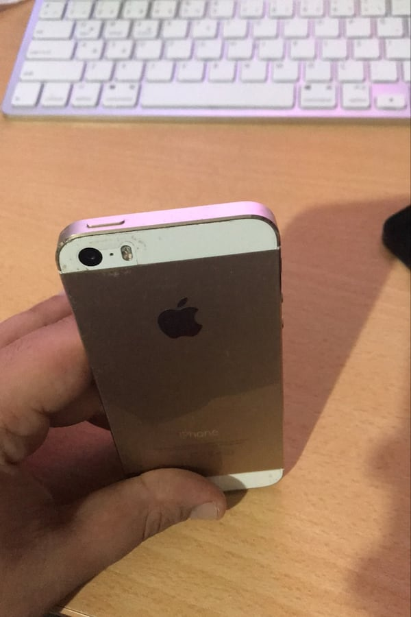 Iphone 5S gold  4aebcd08-be1c-4243-973c-08d2be8cae1b