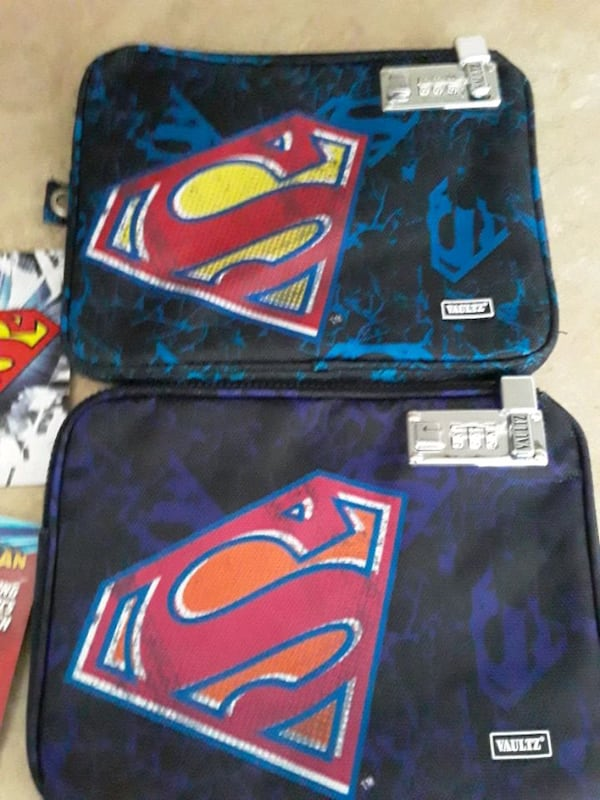 Superman electronic pouch 900f1080-97fc-4576-8aa6-9627d3cedb08