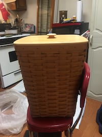 brown wicker basket with lid Baltimore, 21205