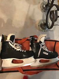 Bauer men's size 9.5 hockey skates. Barely used, great condition New Lenox, 60451