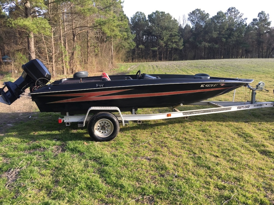 Letgo 18 39 hydro spo in new river marine corps air s nc for Bass boats with evinrude motors