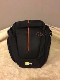 NICE CAMERA OR TABLET BAG WITH SPACES FOR HEADPHONES Hueytown, 35023