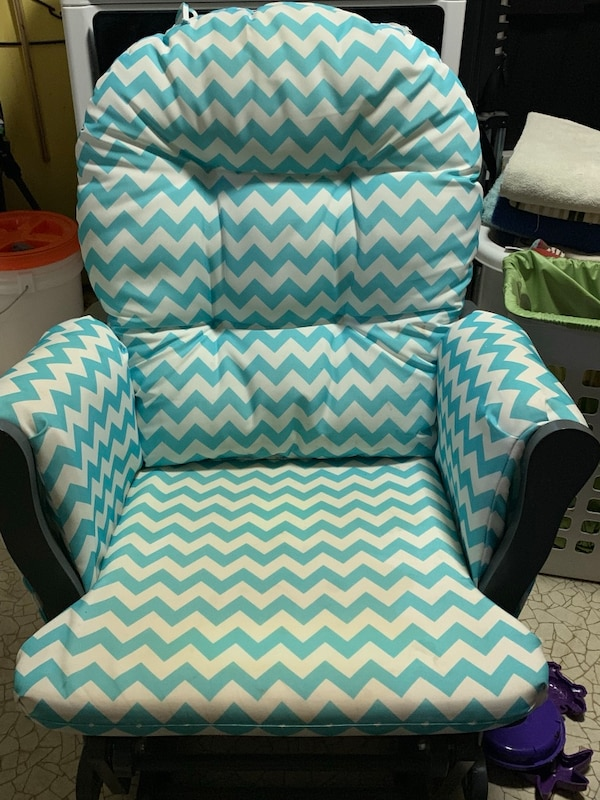 Miraculous Gray Glider And Gliding Ottoman With Blue And Whit Chevron Cushion Uwap Interior Chair Design Uwaporg