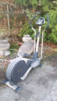 Elliptical exercises machine