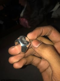 Silver-colored Gucci ring 2393 mi