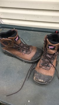 Red wing boots only month old McKeesport, 15132